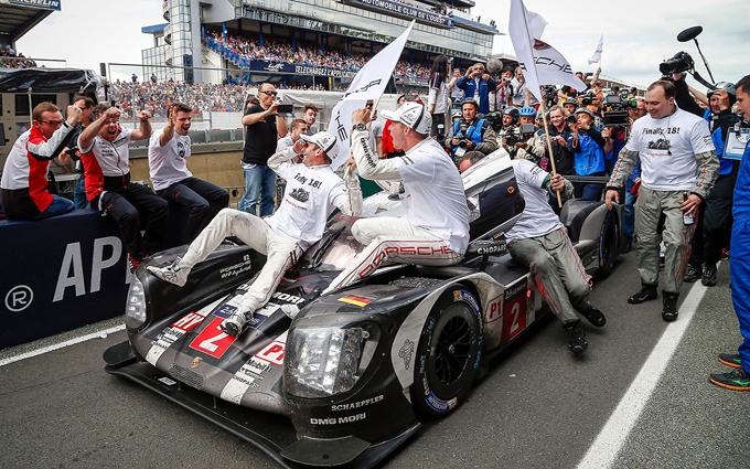 24 Ore di Le Mans: la Toyota si arrende all'ultimo giro, vince la Porsche