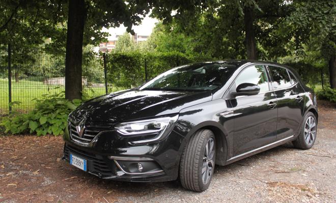 Renault-Megane-BOSE-prova-su-strada_67_01