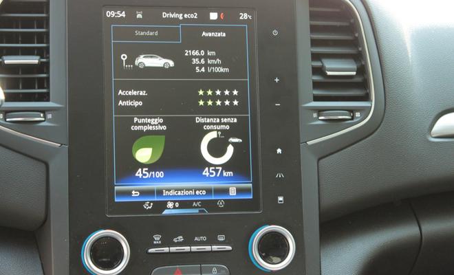 Renault-Megane-BOSE-prova-su-strada_87_05