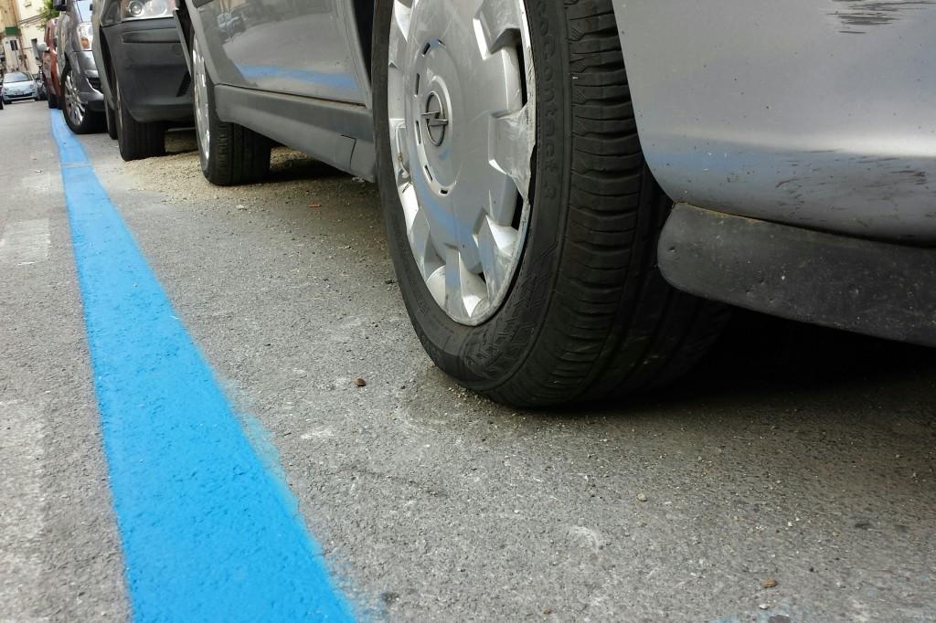 Parcheggio sulle strisce blu: è gratis se il parchimetro non accetta il bancomat