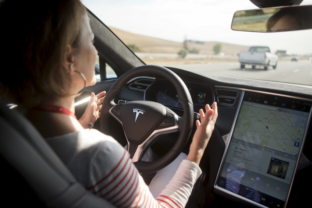 Tesla, primo incidente mortale e l'Autopilot finisce sotto inchiesta negli USA