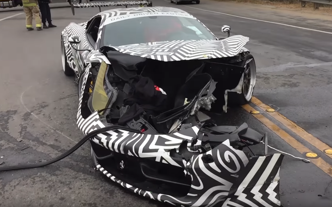 Ferrari 458 Italia: incidente per il modello elaborato dalla Liberty Walk [VIDEO]