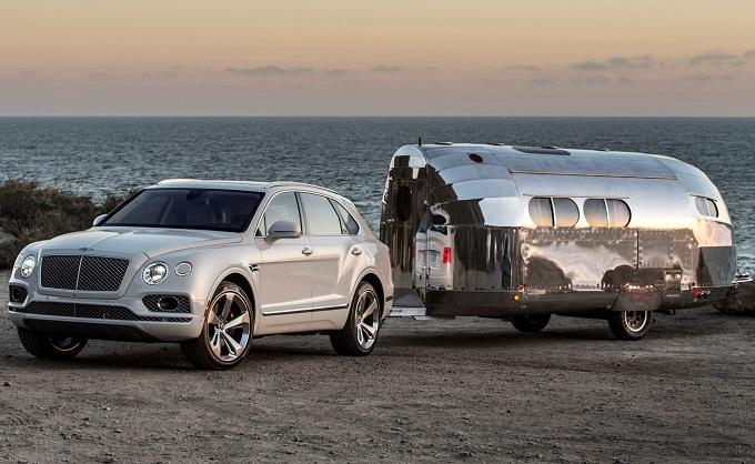 Bentley Bentayga, il traino si fa di lusso a Monterey