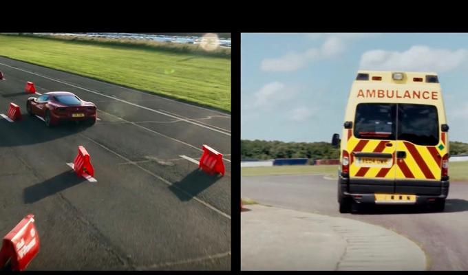 Ferrari 488 GTB, Sebastian Vettel e un'ambulanza in una curiosa sfida a tempo [VIDEO]