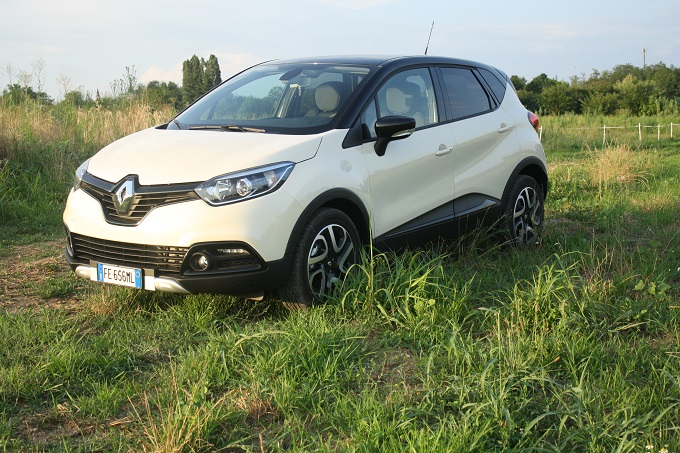 Renault captur 1 5 dci hypnotic edc tanto originale for Clio bianco avorio
