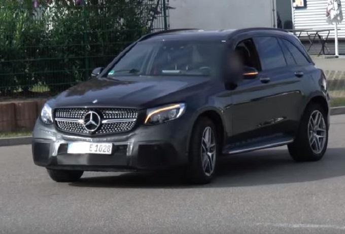 Mercedes-AMG GLC 63: filmato un prototipo per strada in Germania [VIDEO]
