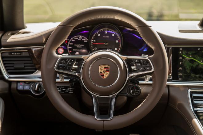 Porsche_Panamera_pc_2016_05