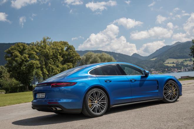Porsche_Panamera_pc_2016_18