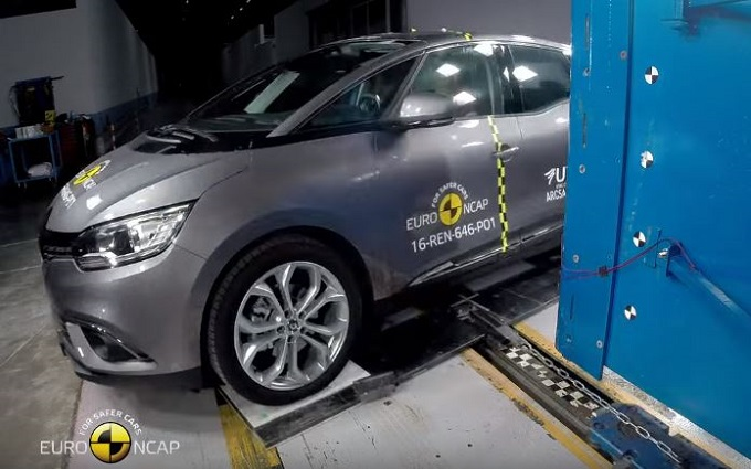 Renault Scenic MY 2016 ottiene le 5 stelle Euro NCAP [VIDEO]