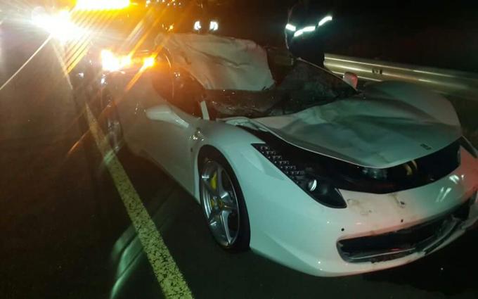 Ferrari 458 Italia: impatto contro una mucca nelle strade sudafricane