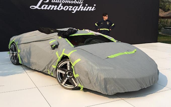Lamborghini Centenario Roadster: prima foto della vettura avvolta dai teli
