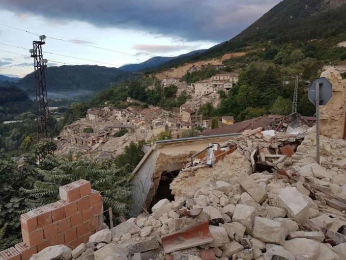 Terremoto devasta il Centro Italia: diverse vittime e feriti. Situazione della viabilità