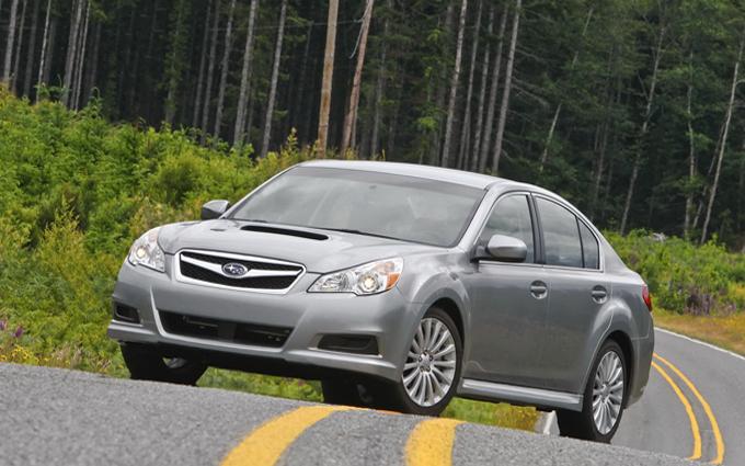 Subaru Legacy, problema ai tergicristalli anteriori: richiamate 935.000 unità