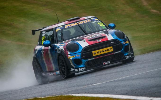 Mini Challenge Series: il monomarca supporterà il British GT dal 2017