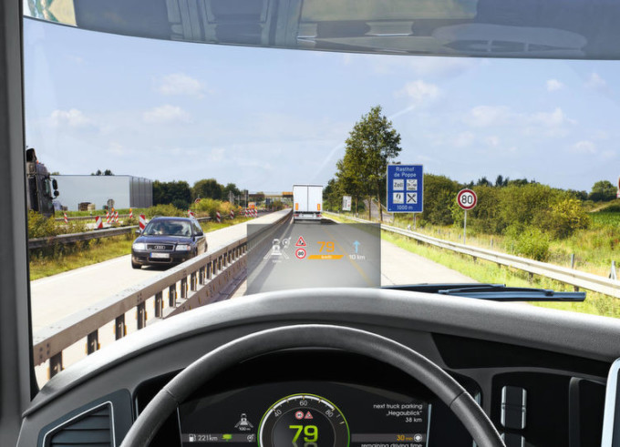 Continental presenta i nuovi Head-Up Display per autocarri e pullman