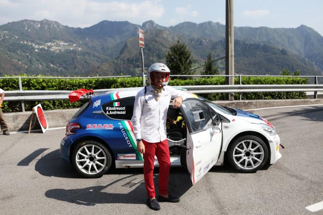 <em>Non esattamente l'outfit per un'auto da rally, ma Paolo non ha avuto problemi ad ospitarci a bordo</em>