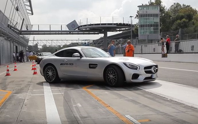 Mercedes-AMG GT: giro in pista a Monza con il driver dell'AMG Driving Academy [VIDEO]