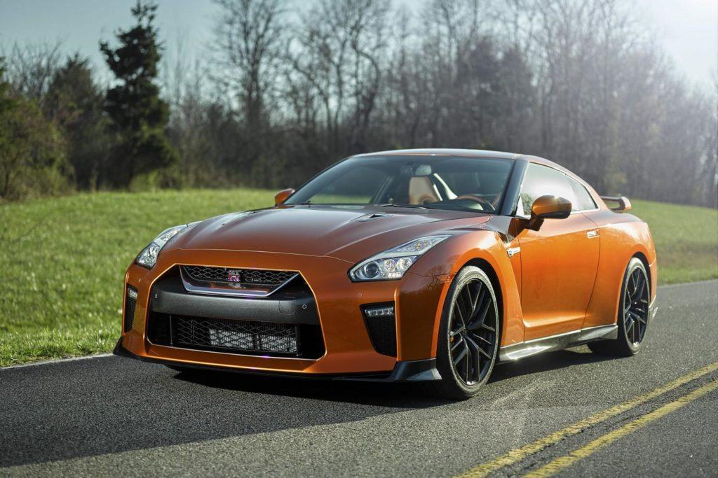 Nissan GT-R MY 2017: grinta leggendaria in strada e in pista [VIDEO]