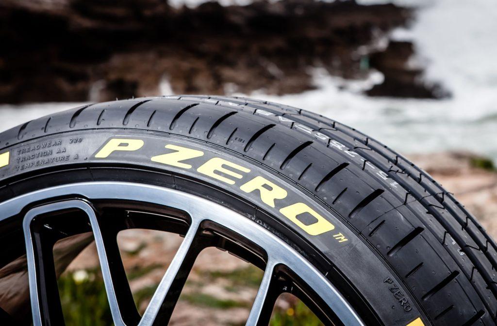 Pirelli va a braccetto con Ferrari e calza il meglio delle anteprime al Salone di Parigi
