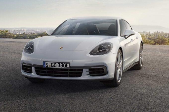 Porsche al Salone di Parigi 2016 con la doppia novità: Panamera 4 E-Hybrid e 911 GT3 Cup