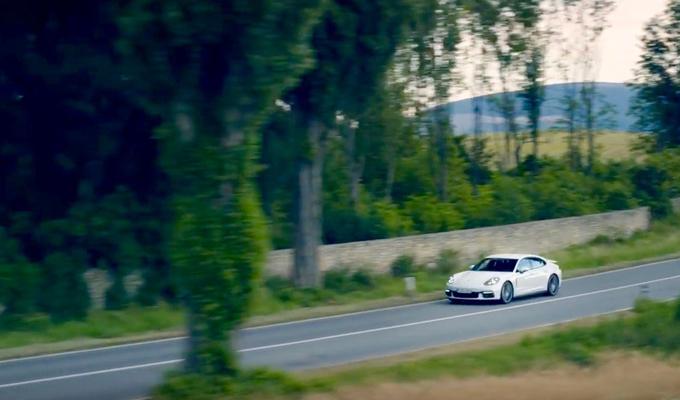 Nuova Porsche Panamera 4 E-Hybrid: due anime, stessa sportività [VIDEO]