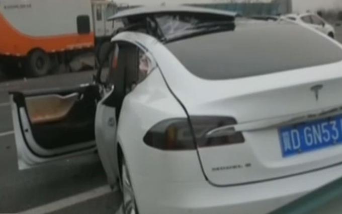 Tesla Model S: incidente mortale in Cina [VIDEO]