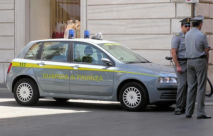 Targhe estere per evitare multe e tasse, la Guardia di Finanza indaga