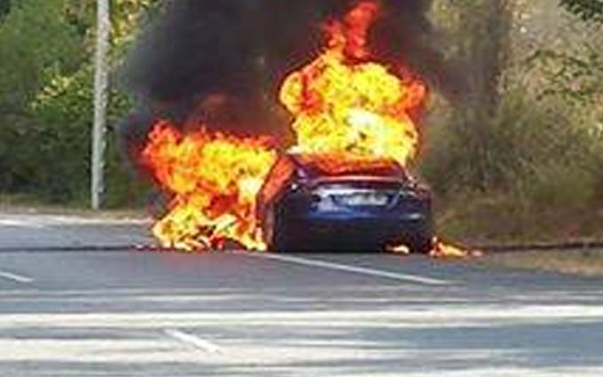 Tesla Model S 90D: chiuse le indagini sull'incendio avvenuto in Francia