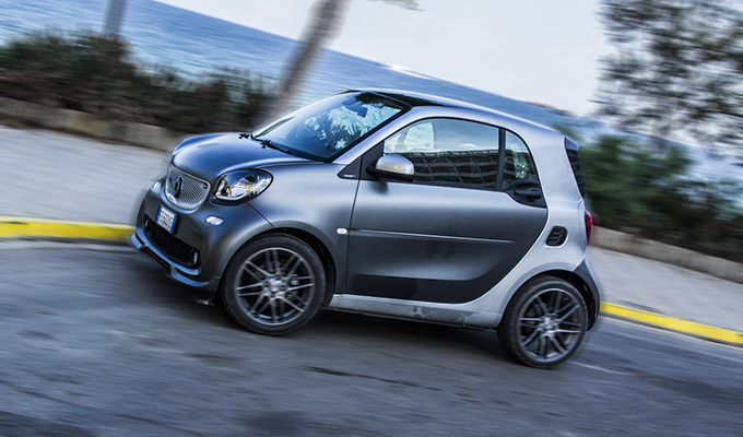 smart fortwo e forfour brabus piccolette a chi video test in anteprima. Black Bedroom Furniture Sets. Home Design Ideas