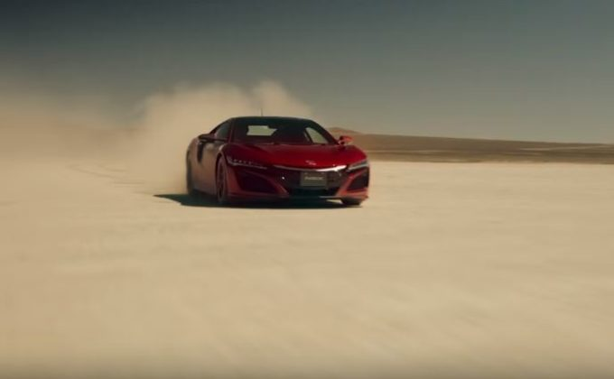 Honda NSX riproduce i geoglifi di Nazca [VIDEO]