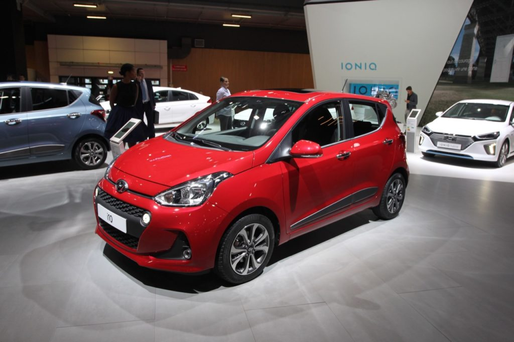 hyundai i10 my 2017 foto live della rinnovata city car al salone di parigi. Black Bedroom Furniture Sets. Home Design Ideas