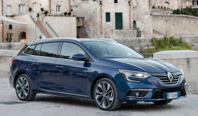 Renault Megane: Lo stile tra una berlina e una coupé quattro porte