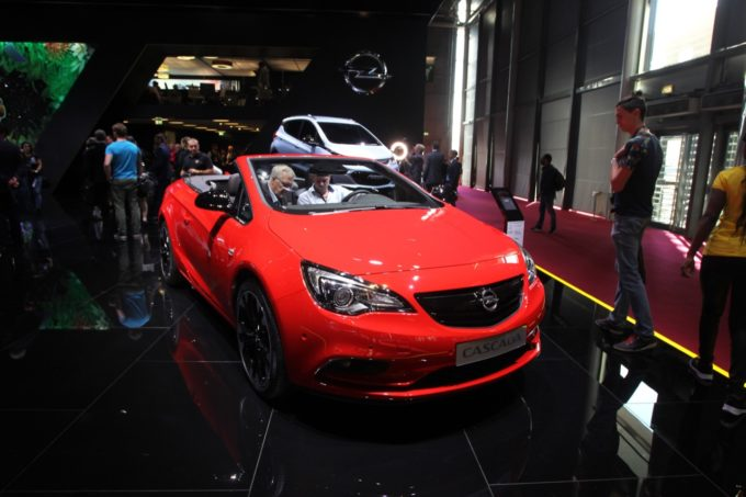 opel cascada supreme speciale versione della cabrio al salone di parigi foto live. Black Bedroom Furniture Sets. Home Design Ideas