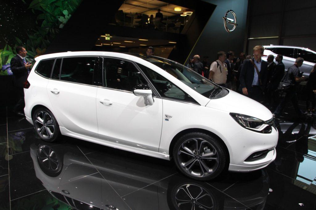 Nuova Opel Zafira: il restyling della monovolume tedesca al Salone di Parigi [FOTO LIVE]