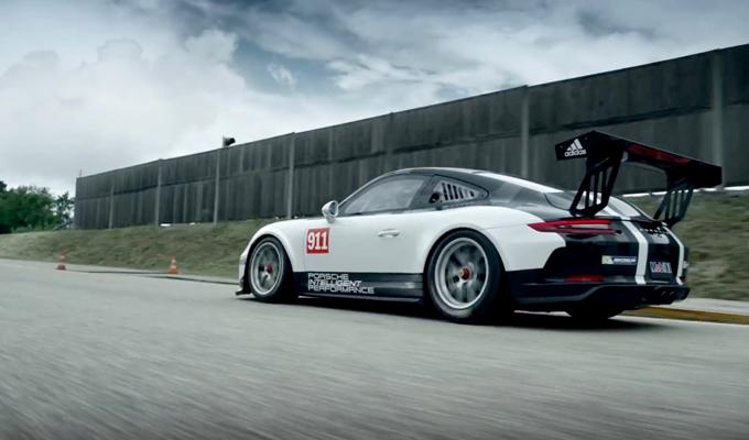 Porsche 911 GT3 Cup: l'emozione potente della guida su pista [VIDEO]