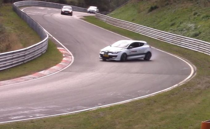 Renault Megane RS: il drift perfetto al Nürburgring [VIDEO SPIA]