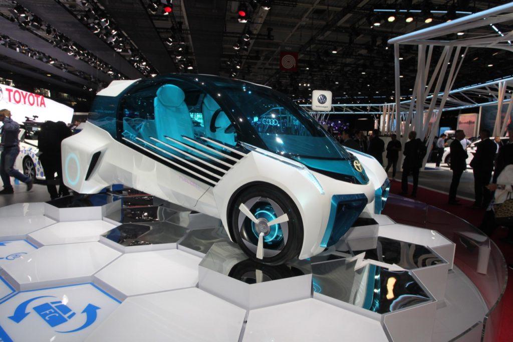 Toyota FCV Plus, a Parigi il concept a idrogeno che rifornisce la rete elettrica [FOTO LIVE]