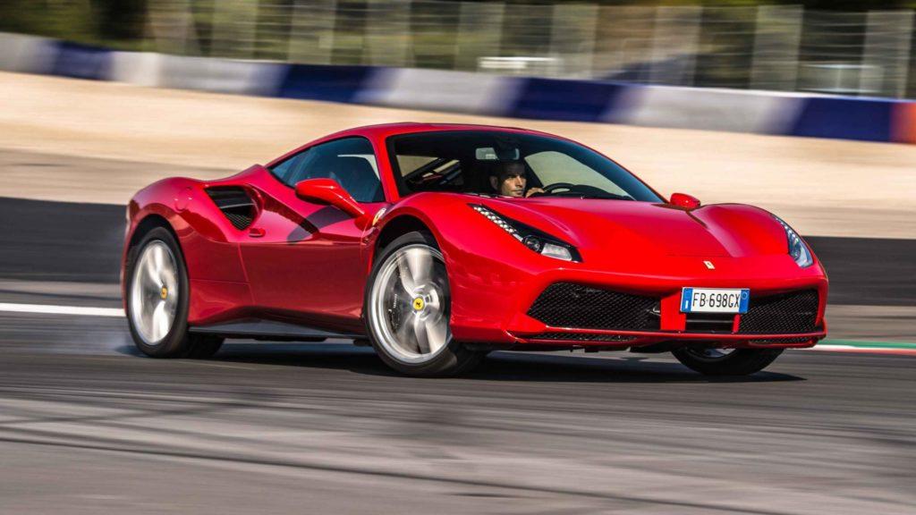 Ferrari 488 GTB con Chris Harris al volante: binomio perfetto [VIDEO]