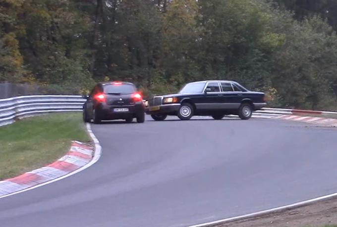 Mercedes Classe S (W126): incidente sfiorato al Nurburgring [VIDEO]