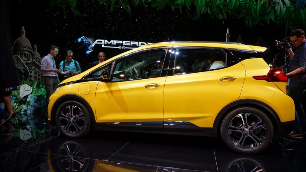 Al Salone di Parigi 2016 Opel ha lanciato la nuova elettrica Ampera-e da 500 km di autonomia [VIDEO INTERVISTA]