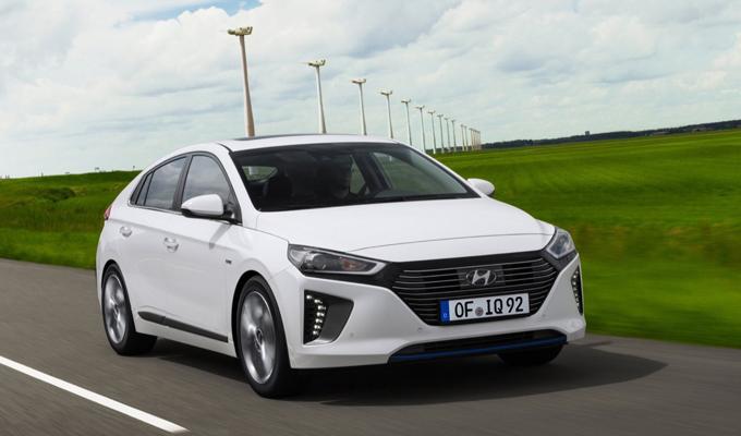 Hyundai IONIQ hybrid: un impulso elettrizzante che spinge verso nuove direzioni [FOTO]