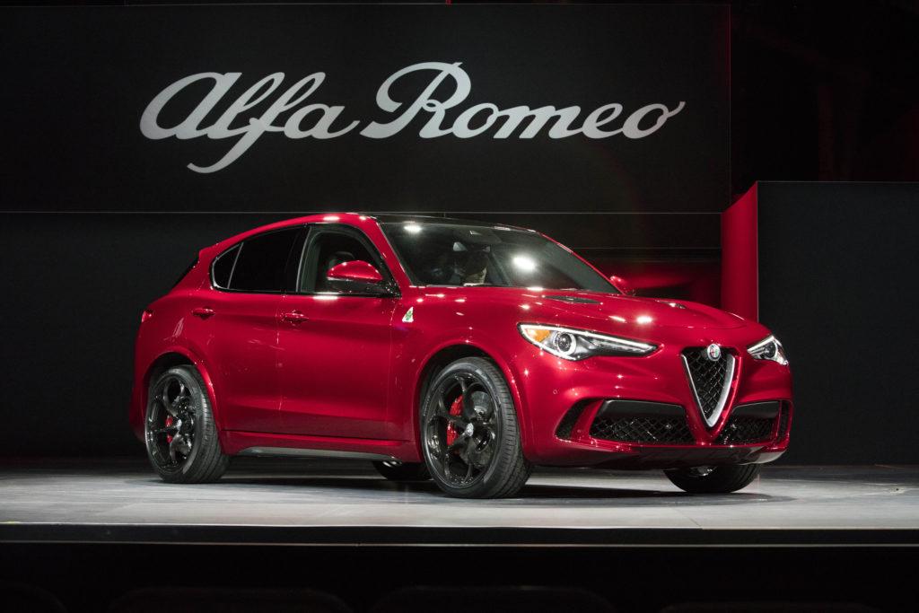 Alfa Romeo Stelvio, da Cassino le immagini della versione normale