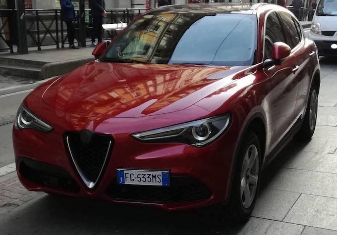 Alfa Romeo Stelvio, su strada la versione benzina da 280 CV [VIDEO]