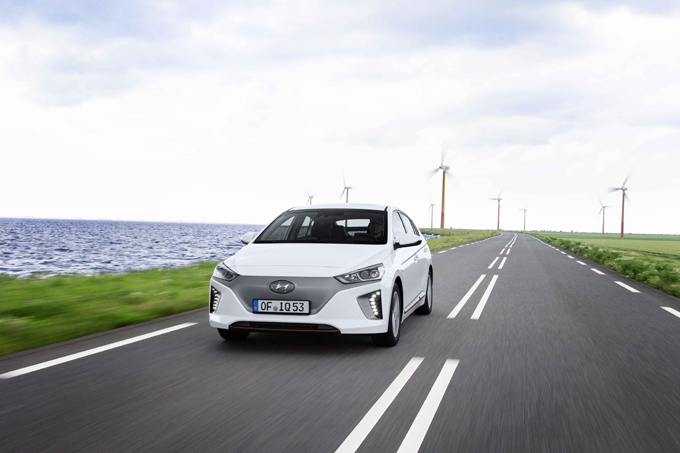 Hyundai Ioniq Electric: la 100% elettrica è ordinabile in tutti gli showroom italiani