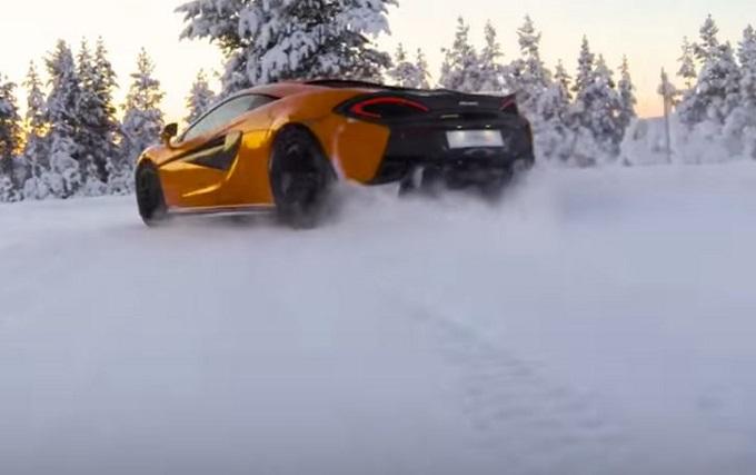 McLaren 570S: show con la danza sul ghiaccio [VIDEO]