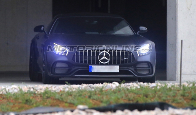"""Mercedes-AMG GT C Coupé: una misteriosa sportiva """"Edition 50"""" per il compleanno di AMG? [FOTO SPIA]"""