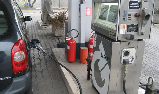 Inquinamento: blocchi a Roma e Napoli, permessa la circolazione ad auto a GPL e metano