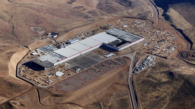 Tesla: via libera alla produzione delle batterie nella Gigafactory in Nevada