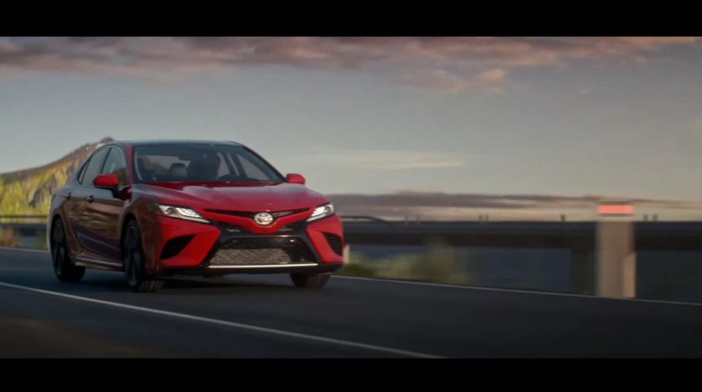 Toyota Camry: la nuova generazione è stata svelata al Salone di Detroit 2017 [FOTO e VIDEO]
