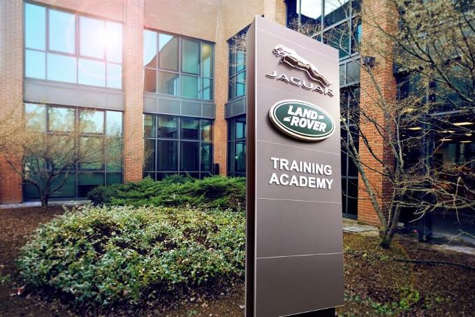 E' stata inaugurata la Jaguar Land Rover Training Academy a Bologna